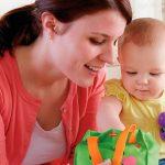 Stimuleer je baby's ontwikkeling door te spelen