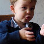 Lucas (22 maanden) gebaart trein